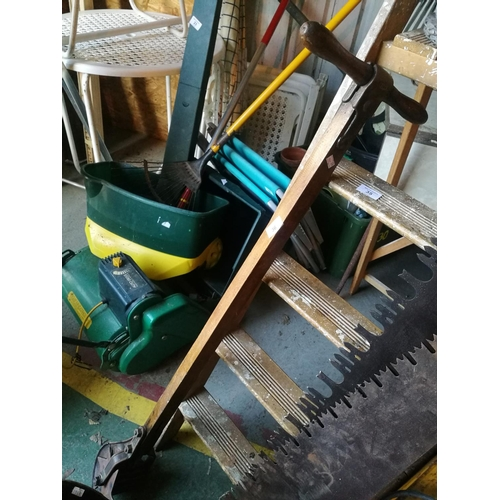 36 - Vintage/antique lawn edger...