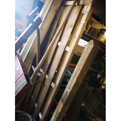 4 - Piece  of 6 x 3 panel and 5' wooden post...