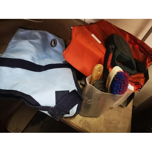 50A - Job lot of mixed outdoor and pet items...