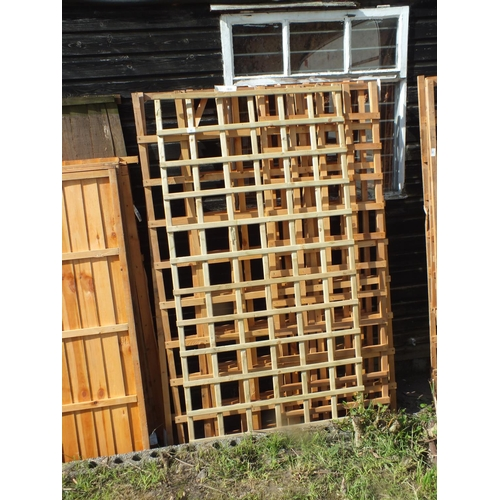 12 - Two 6 x 4 , two 6 x 3 and one 6 x 2 trellis panels...