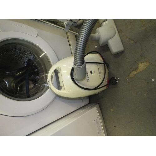 530 - Electrolux perlite vacuum cleaner, working....