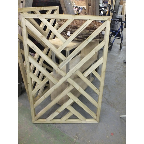 26 - Heavy trellis decking panel approx. 4 x 3...