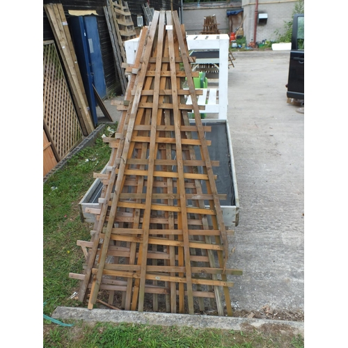 9 - Six 5' a frame trellis panels...