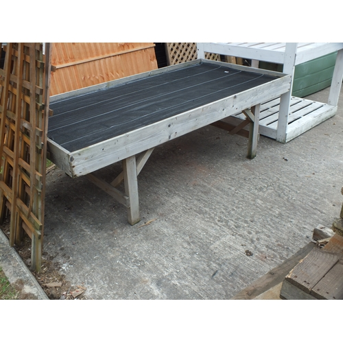 3a - Large potting Table...