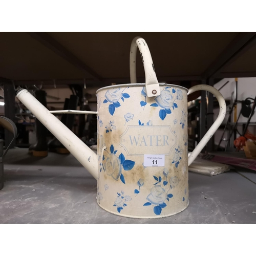 11 - Shabby chic watering can...