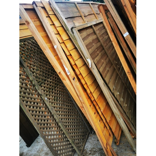 6 - Four 6' x 6' and one 6' x 5' fence panels....