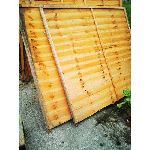 8 - Two 6' x 6' fence panels....