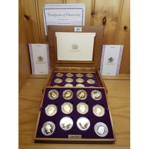 67 - ROYAL MINT 2002 GOLDEN JUBILEE CROWN COLLECTION.24 SILVER CROWNS In PRESENTATION BOX Of ISSUE PROOF ...