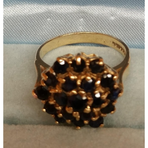 9 - 9ct GOLD LADIES GARNET CLUSTER RING...
