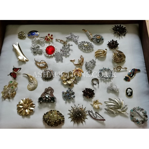 28 - BOX CONTAINING A  Large Qty Of BROOCHES (Please Note This Lot WILL NOT BE POSTED WITH THE BOX)...