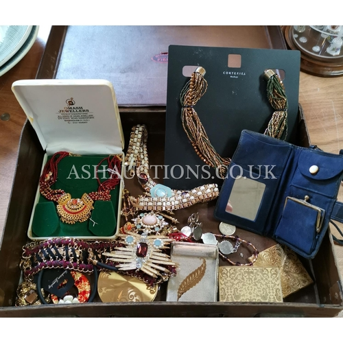35 - CASE CONTAINING A Qty Of COSTUME JEWELLERY (Please Note This Lot WILL NOT BE POSTED...PICK UP ONLY!!...