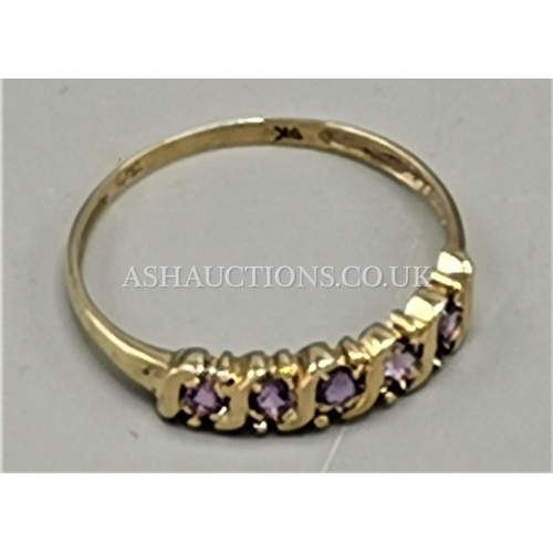 14 - PRESENTED AS A 9ct GOLD NATURAL AMETHYST BAND RING...