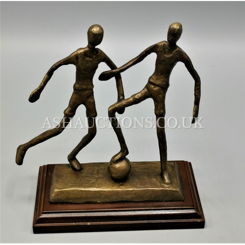 549 - BRONZE CONTEMPORY MODEL Of FOOTBALLERS...