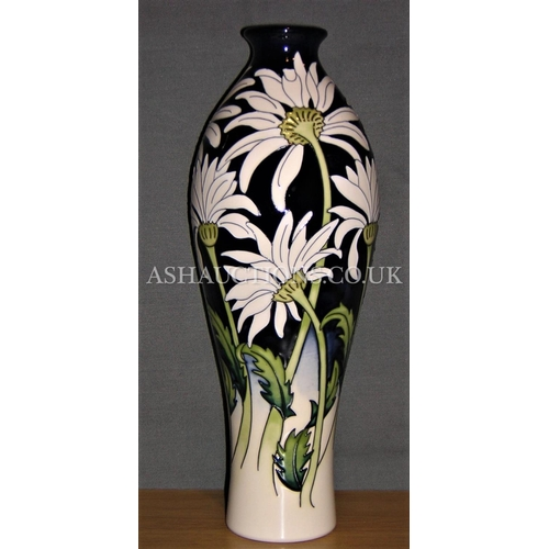 109 - MOORCROFT VASE DECORATED WITH DAISIES...