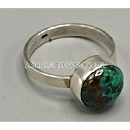 18 - PRESENTED AS A SILVER (925) STONE SET RING...