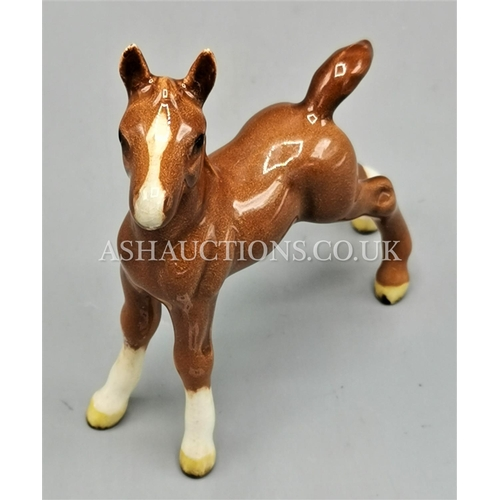 89 - BESWICK 8.9cm MODEL OF A FOAL (Small,Stretched,Upright) Model No 763 (Third Version) (Chestnut Gloss...