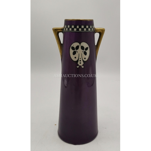 38 - TOM FORRESTER & Sons 18.5 cm TWIN HANDLED VASE...