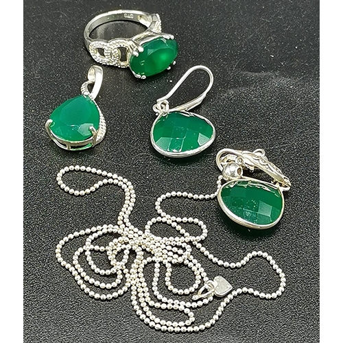 11 - PRESENTED AS A SILVER (925) RING (Size M/N) , 30cm NECK CHAIN (Needs Attention) WITH GREEN STONE PEN...