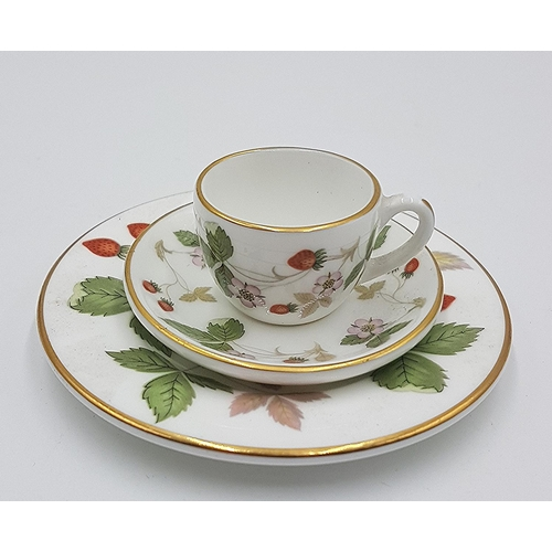 734 - WEDGWOOD CHINA Miniature TRIO IN THE WILD STRAWBERRY DESIGN...