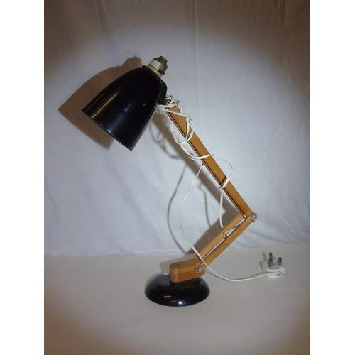 33 - A anglepoise style lamp....