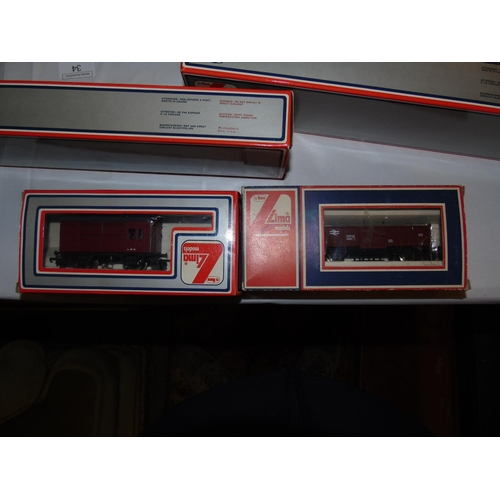 36 - Two boxed Lima OO gauge railway carriages. 30 5626w / 30 3175w....