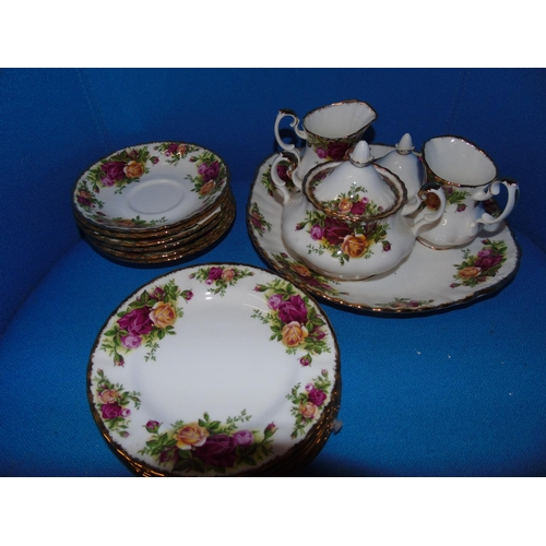41 - A selection of Royal Albert 'Old Country Roses'....