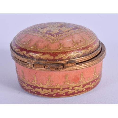 763 - AN ANTIQUE FRENCH SEVRES STYLE PILL BOX. 5 cm diameter....