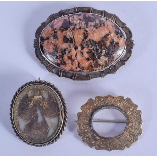 776 - AN ANTIQUE SILVER MOUNTED MOURNING BROOCH and another. Largest 4 cm x 5 cm. (2)...