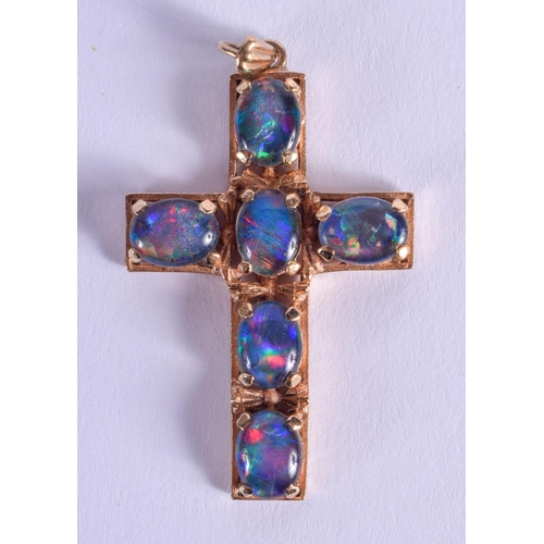 804 - A VINTAGE 9CT GOLD AND OPAL CROSS. 6.7 grams. 4 cm x 2.5 cm....