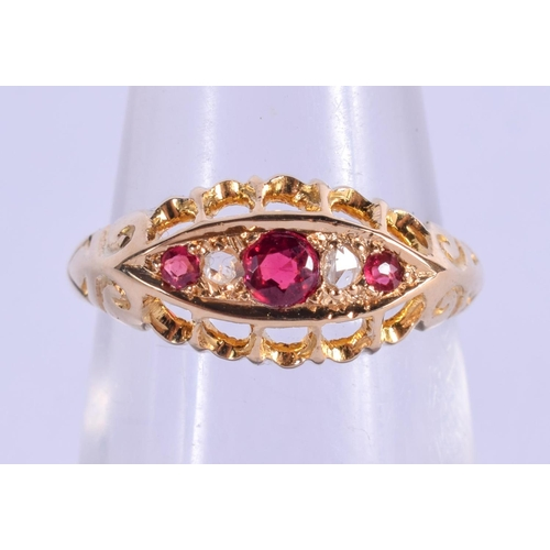 809 - AN 18CT GOLD AND RUBY RING. K. 2.4 grams....