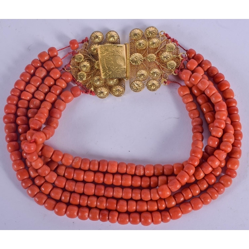 1049 - A LONG 18CT GOLD AND CORAL NECKLACE. 240 grams. 30 cm long....