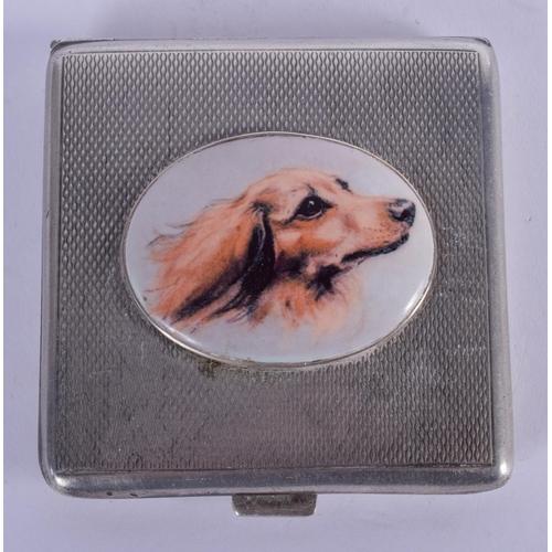 1058 - A SILVER BOX. 62 grams. 6.5 cm square....