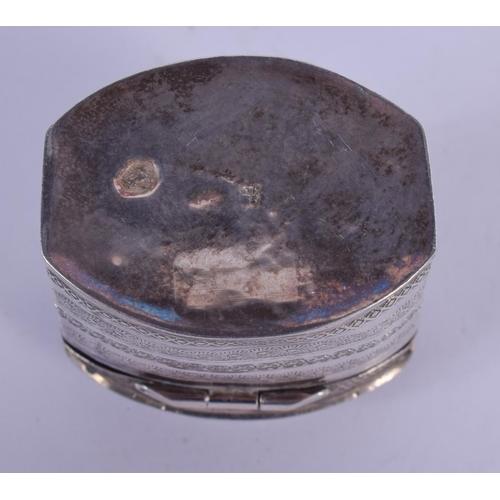 1069 - AN ANTIQUE SILVER PATCH BOX. 16 grams. 4 cm x 3 cm....