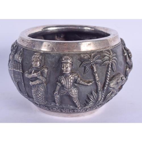 1088 - A 19TH CENTURY INDIAN SILVER REPOUSSE SUGAR BOWL. 154 grams. 8.5 cm wide....
