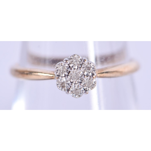 1155 - A 9CT GOLD DAISY CLUSTER RING. 1.2 grams....