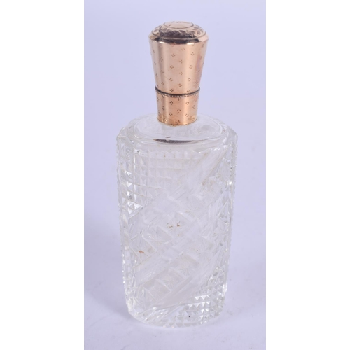 1163 - AN ANTIQUE GOLD MOUNTED SCENT BOTTLE. 10 cm high....