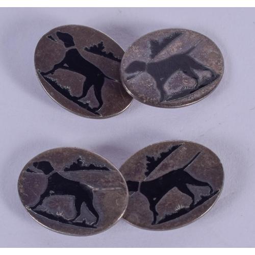 1174 - A PAIR OF ART DECO SILVER AND DECO ENAMEL CUFFLINKS. 7 grams. 3 cm x 1 cm....