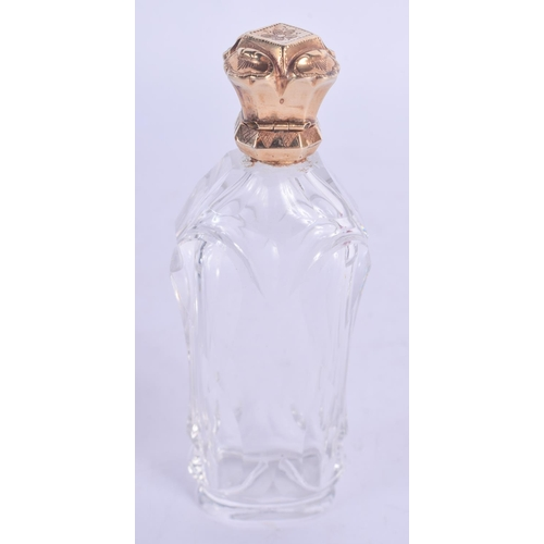 1189 - AN 18CT GOLD MOUNTED GLASS SCENT BOTTLE. 9 cm high....