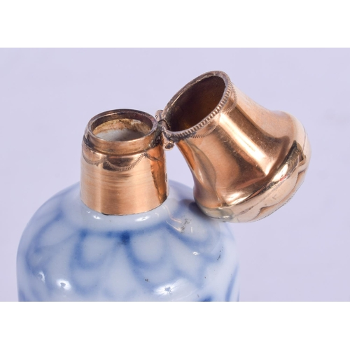 1197 - AN 18CT GOLD MOUNTED BLUE AND WHITE SCENT BOTTLE. 8 cm high....