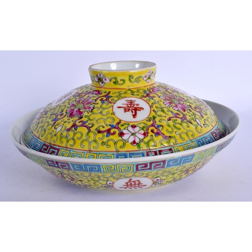 1785 - A LATE 19TH CENTURY CHINESE FAMILLE ROSE PORCELAIN BOWL AND COVER Guangxu. 16 cm diameter....