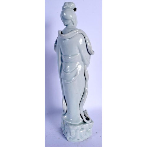 1800 - AN 18TH/19TH CENTURY CHINESE BLANC DE CHINE PORCELAIN FIGURE OF AN IMMORTAL Qing. 33 cm high....
