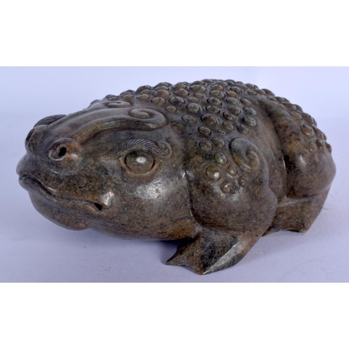 1823 - AN EARLY 20TH CENTURY CHINESE CARVED JADE FIGURE OF A TOAD Late Qing. 15 cm x 6 cm....