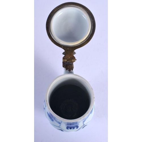 1829 - A 17TH/18TH CENTURY CHINESE BLUE AND WHITE PORCELAIN MUG Kangxi. 17 cm high....