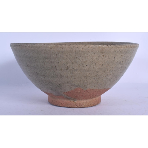 1865 - A 17TH/18TH CENTURY CHINESE CELADON POTTERY BOWL Ming/Qing. 14 cm wide....