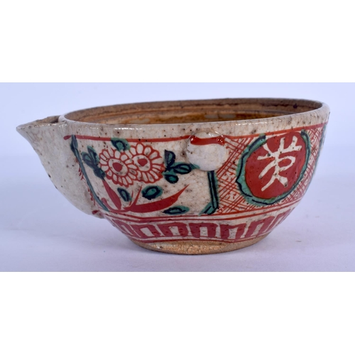 1902 - AN 18TH CENTURY JAPANESE EDO PERIOD KAKIEMON STONEWARE POURING BOWL painted with foliage. 9.5 cm wid...