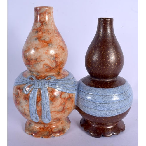 1909 - A VERY RARE CHINESE IMITATION AGATE PORCELAIN CONJOINED VASE 20th Century, bearing Qianlong marks to...