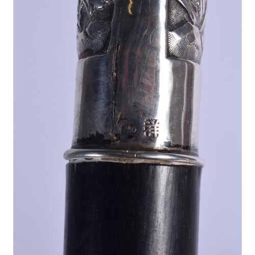 1913 - A 19TH CENTURY CHINESE EXPORT SILVER AND HARDWOOD CANE. 90 cm long....