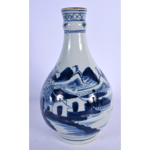 1979 - AN 18TH CENTURY CHINESE BLUE AND WHITE PORCELAIN GUGLET Qianlong. 24 cm high....