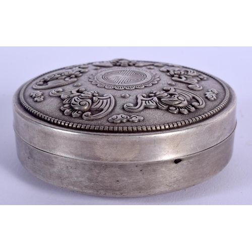 2020 - A CHINESE WHITE METAL BOX AND COVER 20th Century. 60 grams. 8 cm diameter....