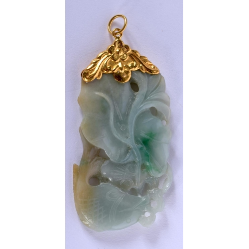 2032 - AN EARLY 20TH CENTURY CHINESE 18CT GOLD MOUNTED JADEITE PENDANT Late Qing/Republic. 6 cm x 3 cm....
